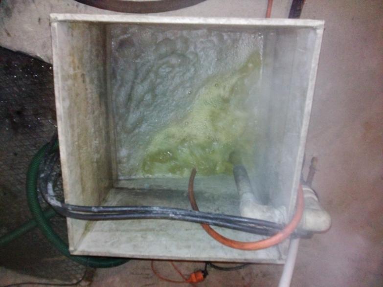 Jednoczesne czyszczenie trzech wymienników c.o.  typu JAD 6.50    - czas realizacji 7 godzin (z lewej roztwarzanie osadu węglanowego z prawej roztwarzanie tlenków żelaza)