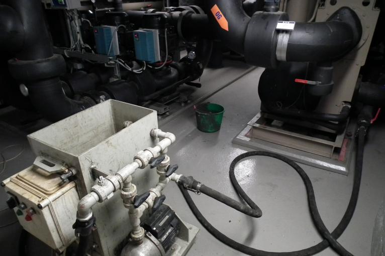 Czyszczenie agregatów wody lodowej w hotelu