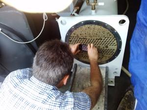 Rewizja wewnętrzna przed czyszczeniem skraplacza TRANE